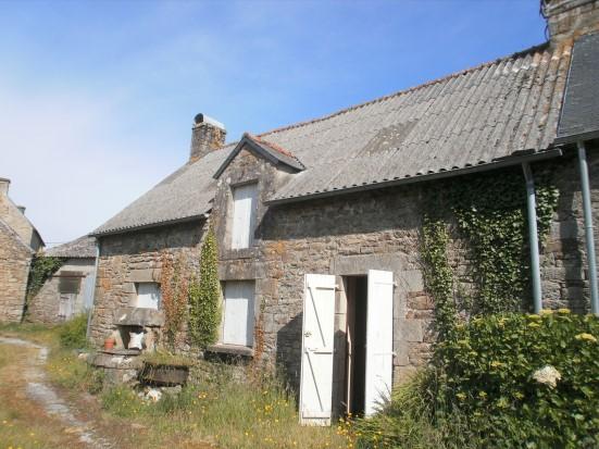 Maison terrain constructible d pendances 56320 le for Frais notaire terrain constructible